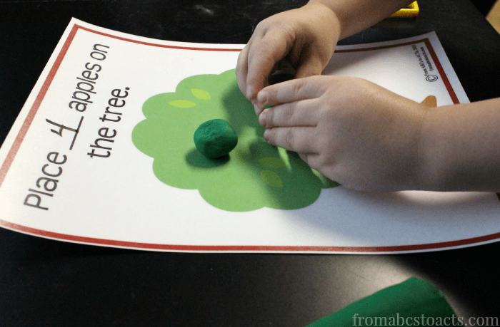 Counting Apple - Fine Motor Printable for Preschoolers